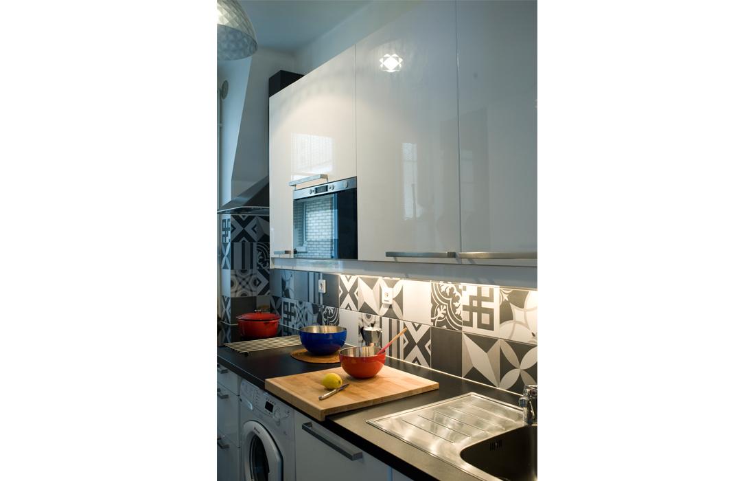 Appartement chic bleu cuisine carreaux de ciment crédence 2