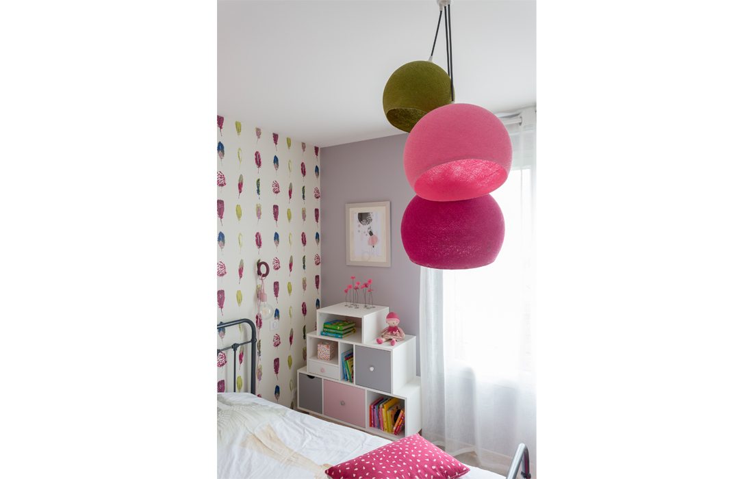 La vie en rose delphine guyart for Suspension chambre