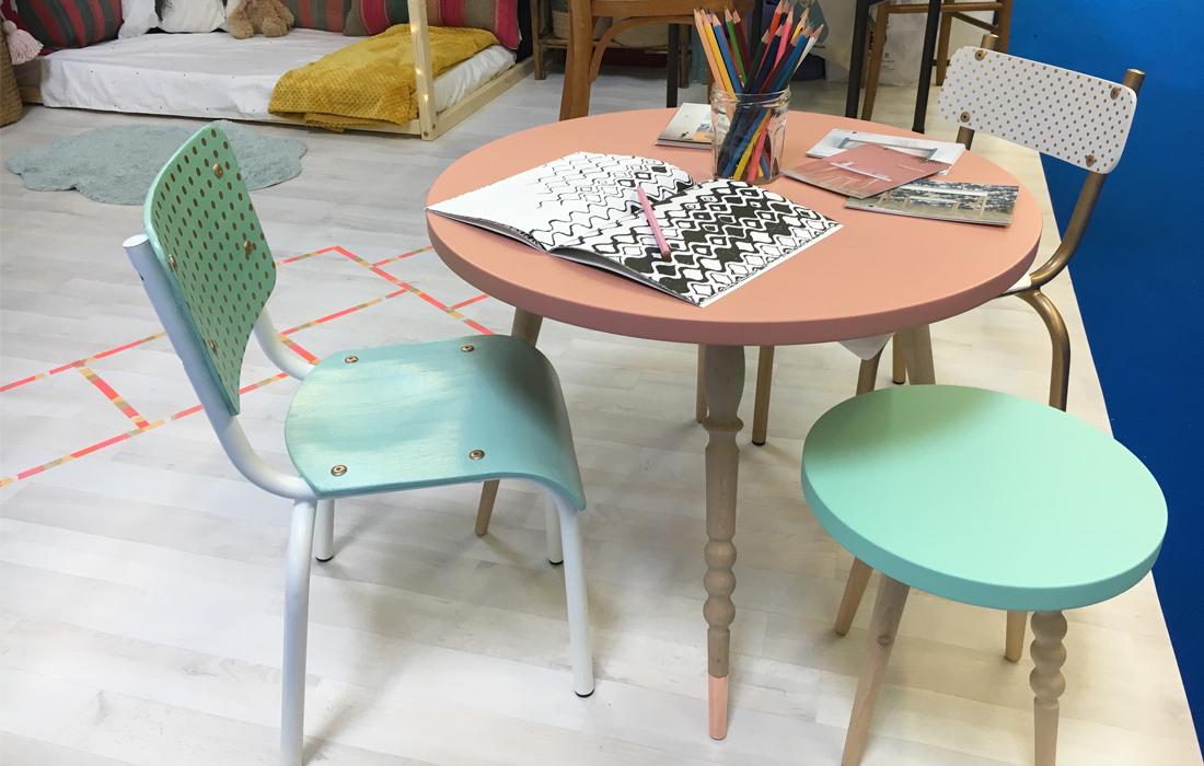 table enfants chaises écolier relookées