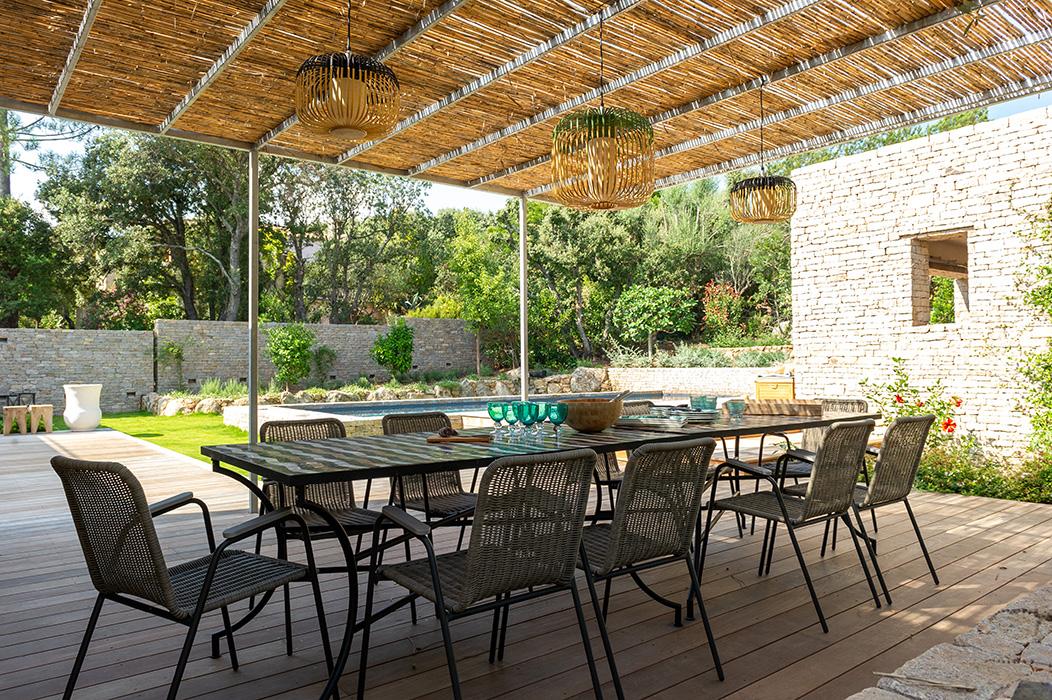 cuisine-d'été-suspension-bambou-table-zeliges-
