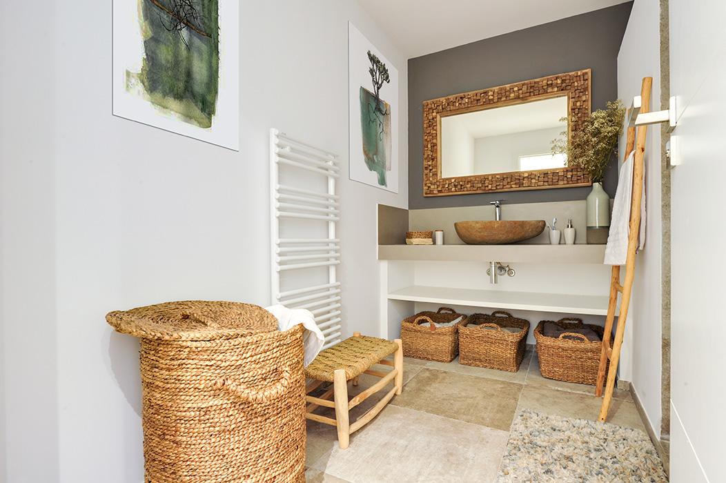 salle-d'eau-nature-bois-vasque-pierre