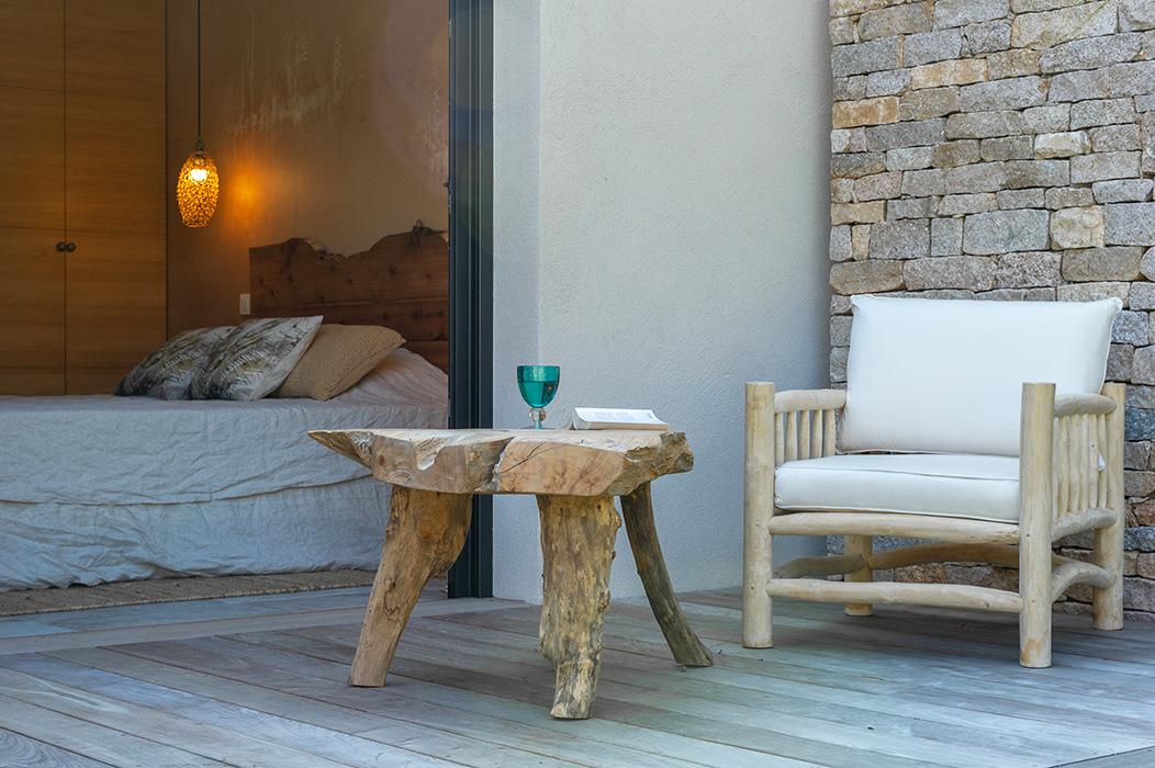 terrasse-chambre-nature-table-bois-tronc