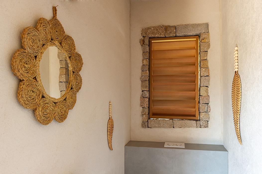 toilettes-pool-housse-nature-bois-rotin