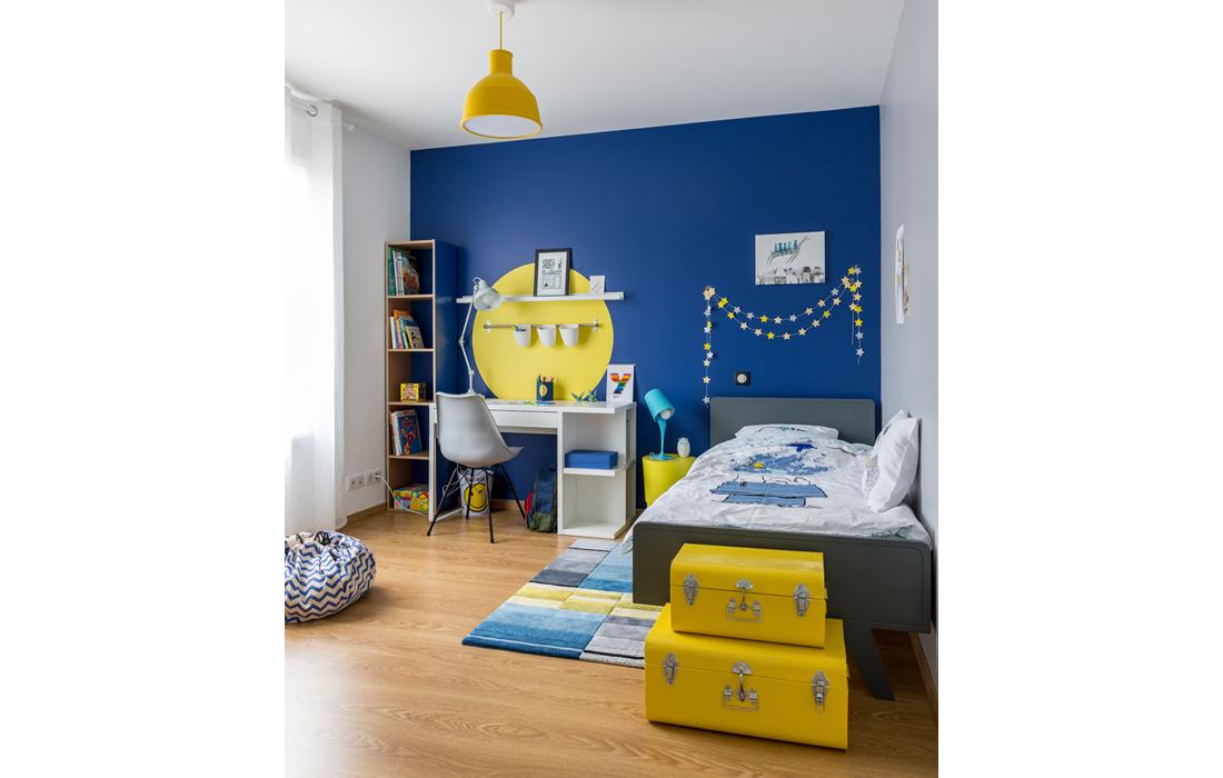 Chambre garçon bleu et jaune