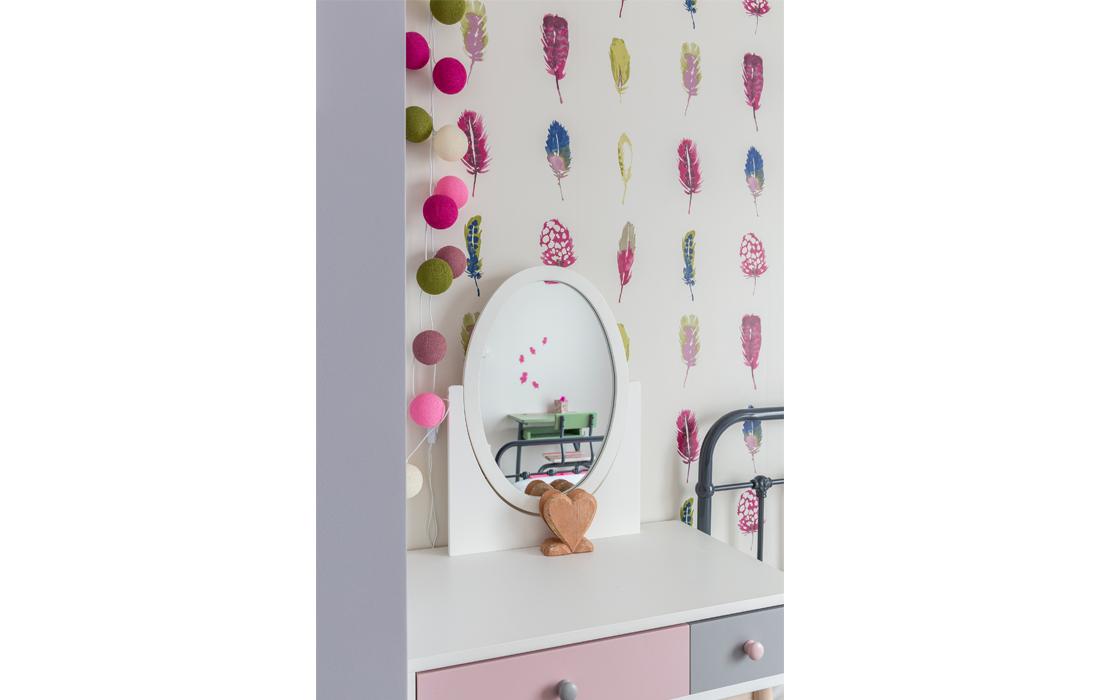 Détail coiffeuse chambre rose fille