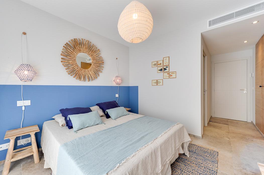 chambre-mer-bleu-indigo-bois-flotté-suspension-