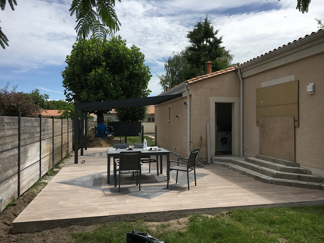 terrasse-chantier-posde-carrelage-©-delphine-guyart-design