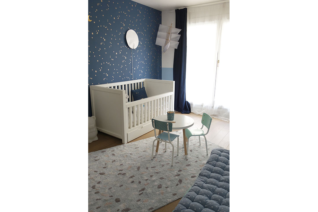 real-chambre-enfant-bleu-etoiles-delphine-guyart-design