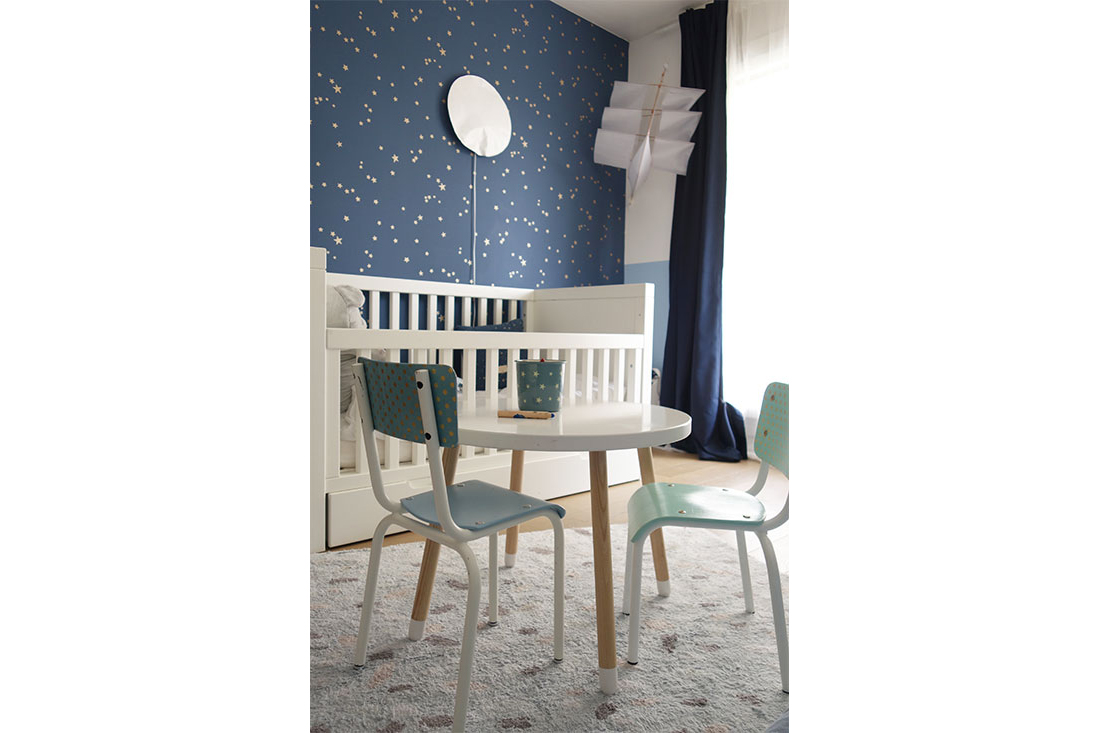 real-chambre-enfant-lit-tapis-table-chaise-reloookee-delphine-guyart-design