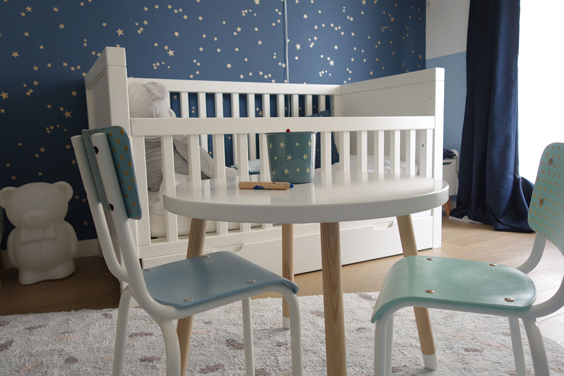 real-chambre-enfant-table-chaises-relookees-delphine-guyart-design