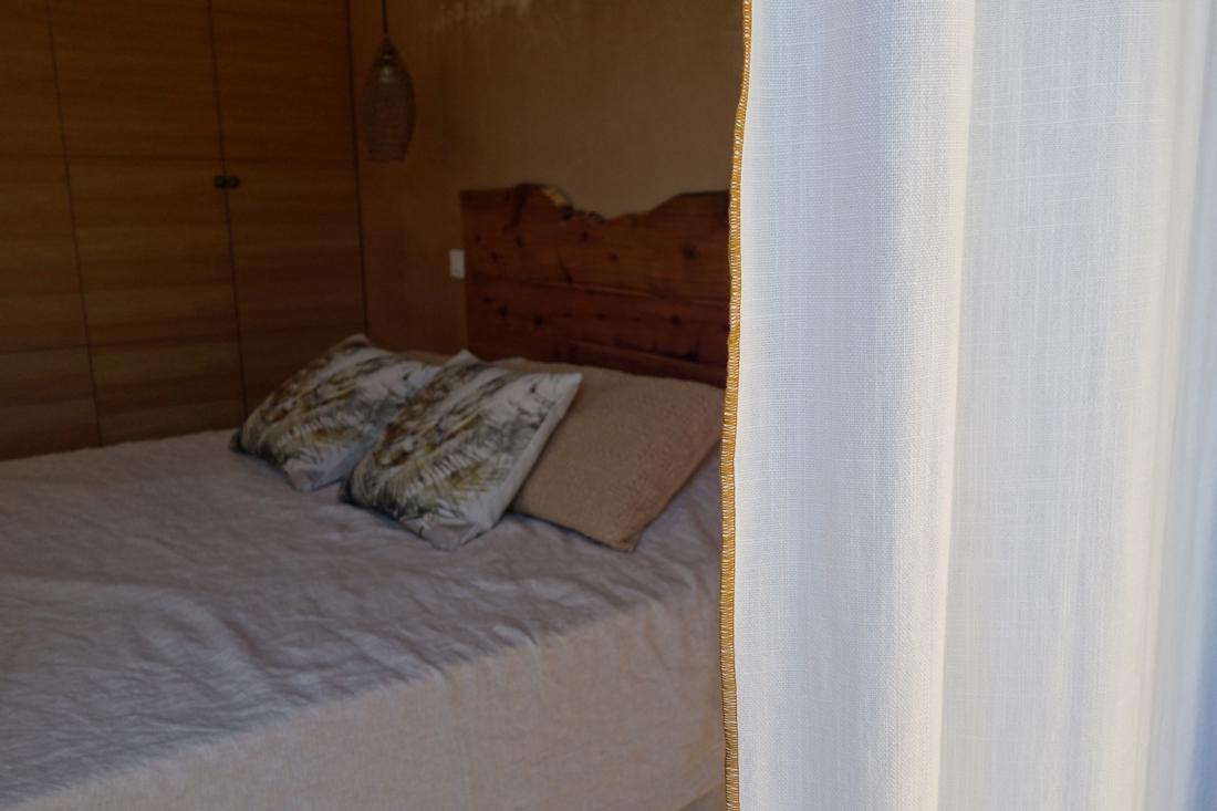 voilage-rideau-chambre-bois