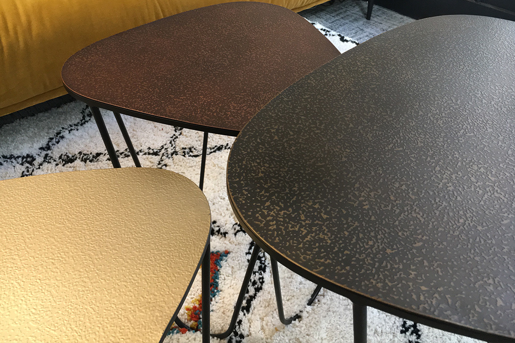 bureau-detail-tables-basses-gigogne-metal-©-delphineguyart.colm